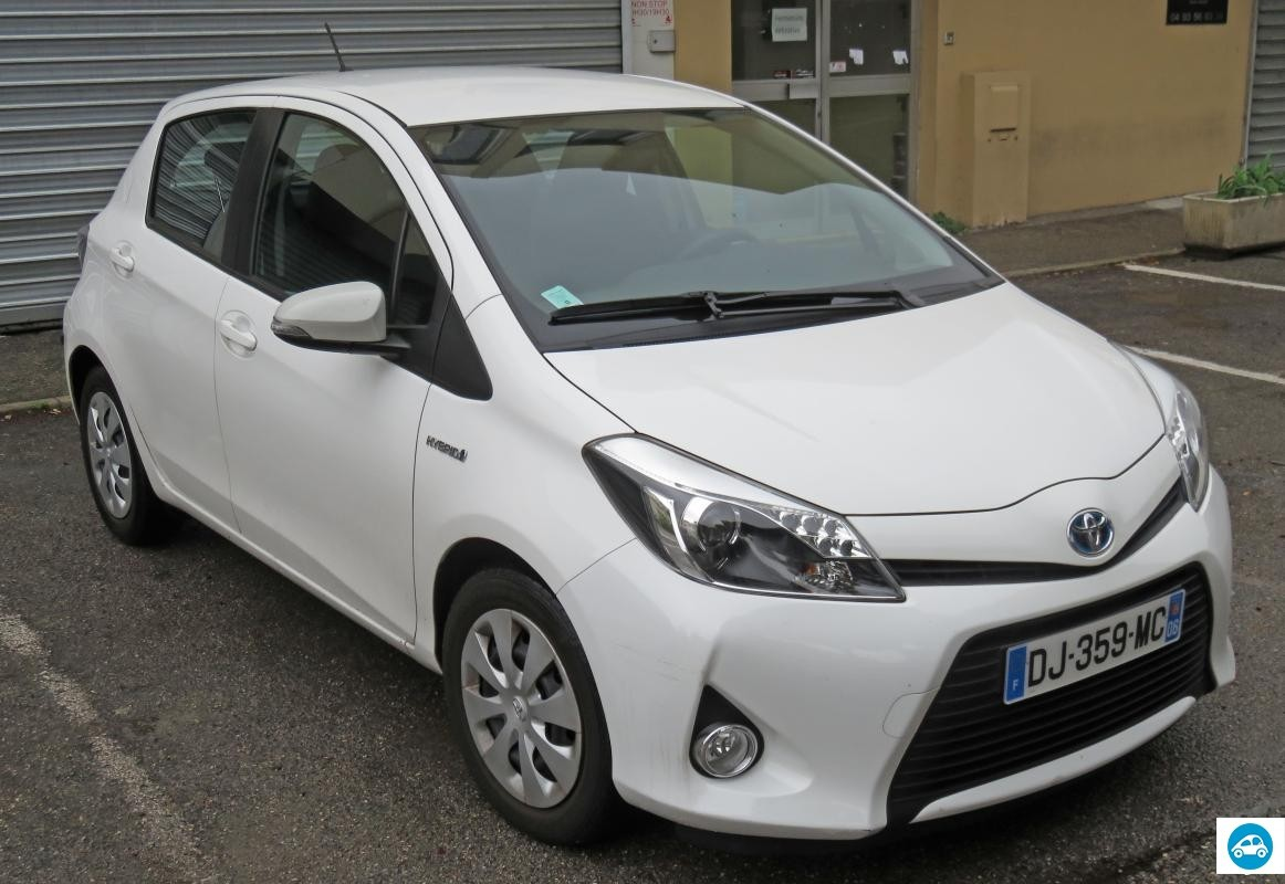 achat toyota yaris hybrid 2014 d 39 occasion pas cher 12 300. Black Bedroom Furniture Sets. Home Design Ideas