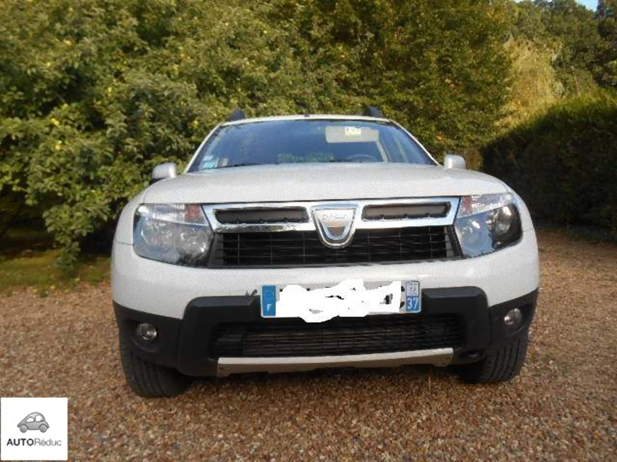 achat dacia duster 4x4 laureate dci 110 d 39 occasion pas cher 10 400. Black Bedroom Furniture Sets. Home Design Ideas