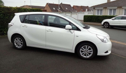 Toyota Verso Monospace 126 D-4D Skyview Connect