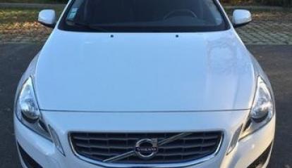 Volvo V60 Momentum D3