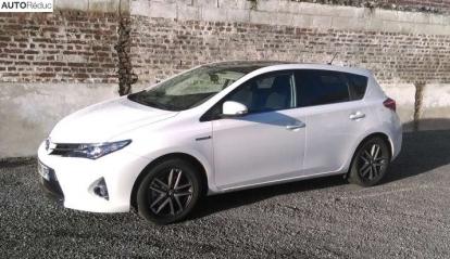 Toyota Auris Hybride HSD Skyblue