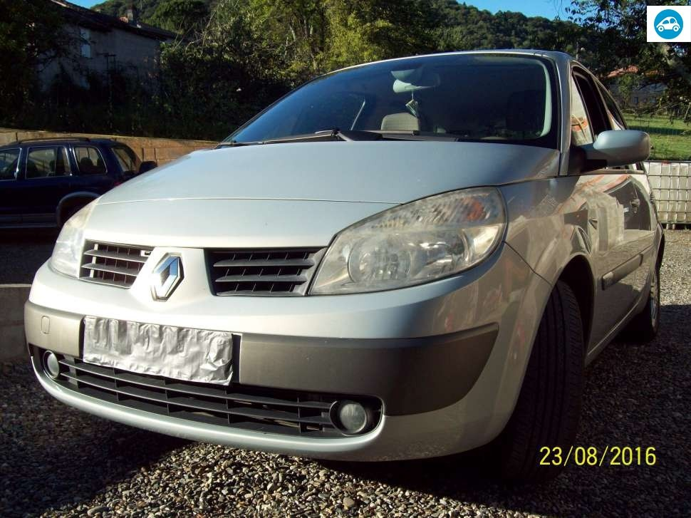 achat renault scenic ii 2004 d 39 occasion pas cher 3 800. Black Bedroom Furniture Sets. Home Design Ideas