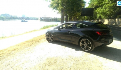 Opel Astra GTC Black Edition 2012