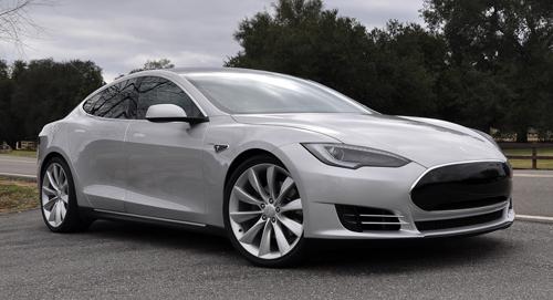 La luxueuse Tesla S obtient la troisième place avec 216 points