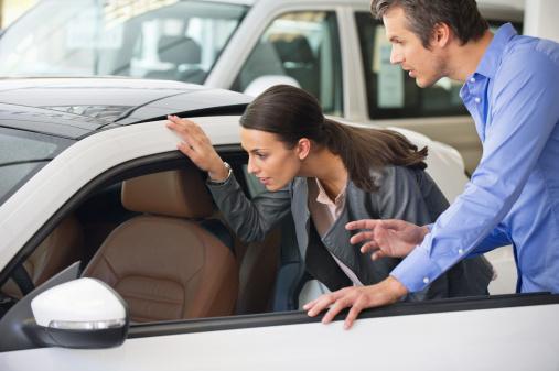 Les femmes choisissent les voitures seules