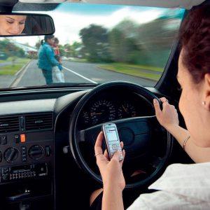 Les SMS, potentiellement plus dangereux que les émotions au volant