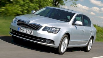 SKODA SUPERB II 2.0 TDI 140 GREENTEC AMBITION PLUS