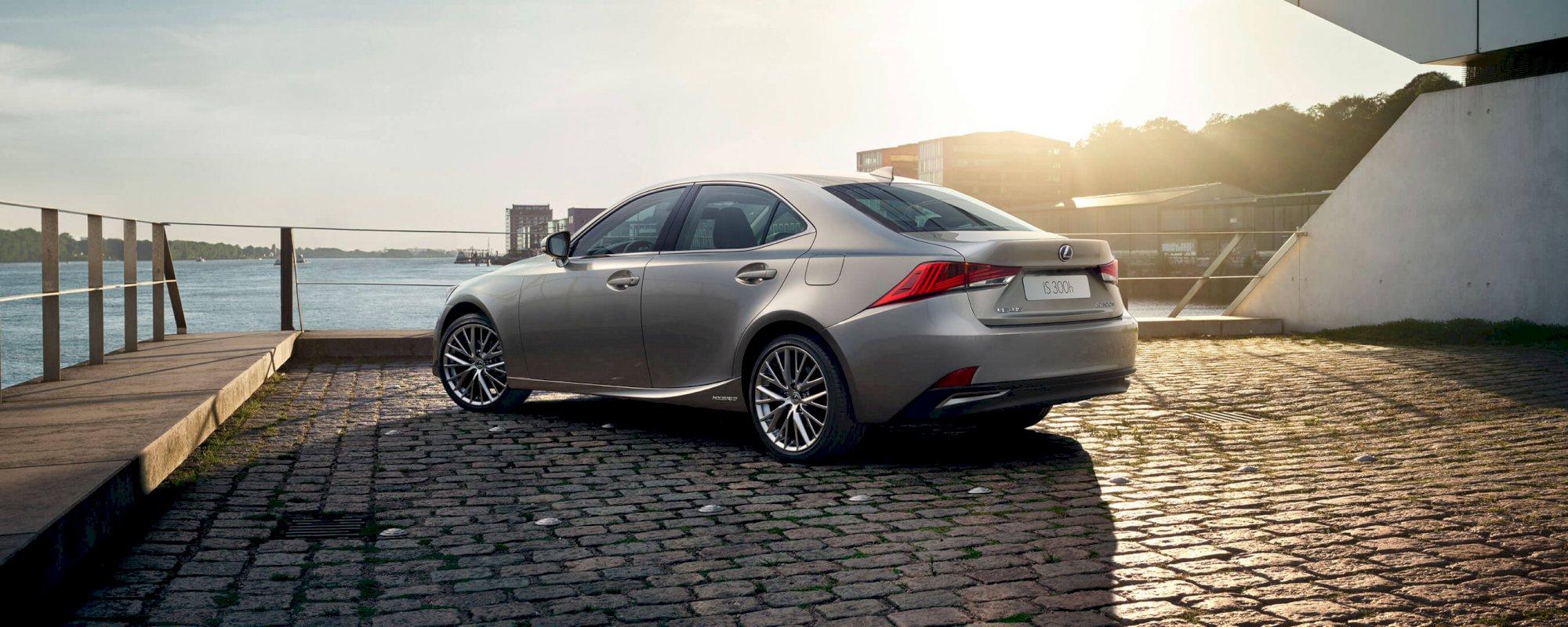 Assurance auto pas chère pour la Lexus IS 300H