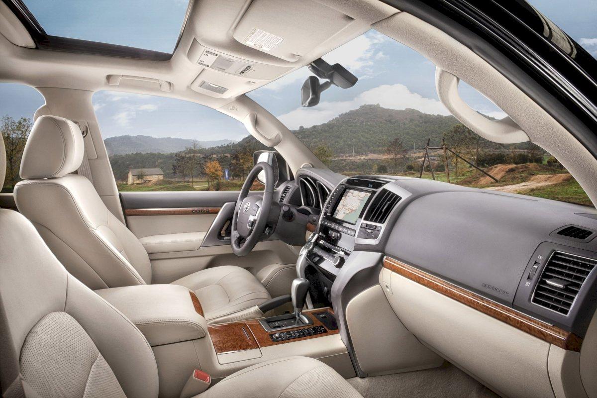 Assurance auto pas chère pour la Toyota Land Cruiser SW V8